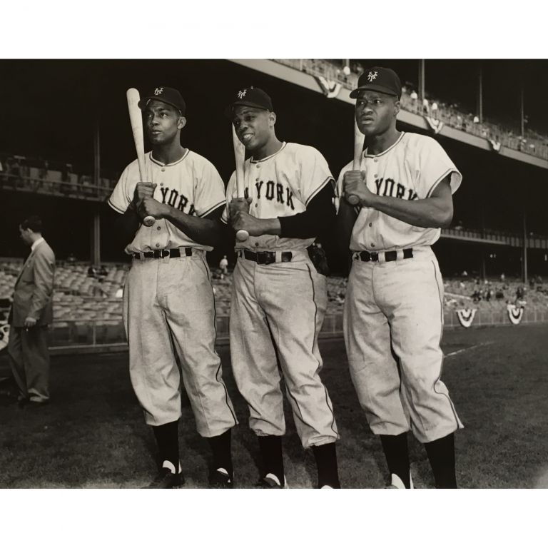 [First African-American Outfield: Monte Irvin, Willie Mays, and Hank Thompson]. Osvaldo Salas.